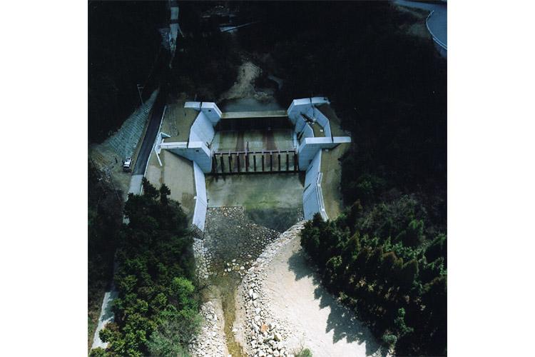 奥山川第二堰堤流木止設置